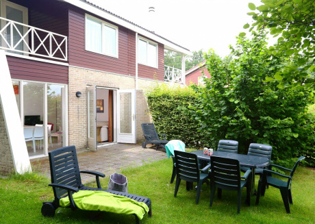 Carefully furnished holiday home, on a holiday park with various facilities