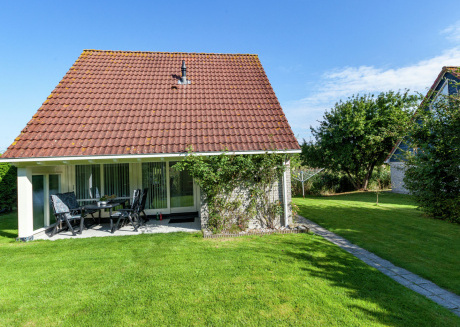 Superb detached house with spacious garden near the Lauwersmeer and wifi