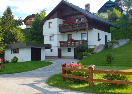 Apartment with balcony and beautiful view over the Karavanke Alps, near Bled