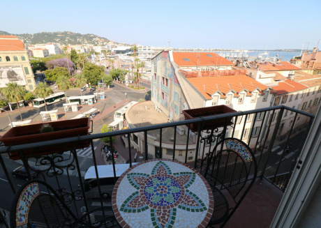 1 bedroom, 6 min from the Palais, great view. 220