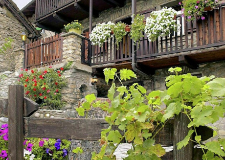 Charming chalet with private sauna, in historic town nearby Aosta
