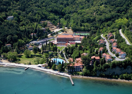 Holiday park in a beautiful location with facilities, near beach, Piran at 5 km