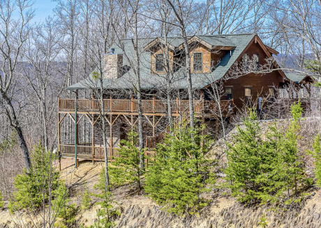 4 BR Tennessee Log Cabin with Beautiful views, game room, & seclusion
