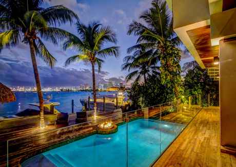Villa Riza - Magnificent Balinese-style