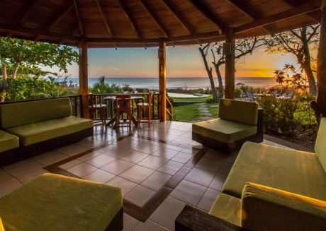 Breathtaking luxury ocean view, walk to turtle nesting beach
