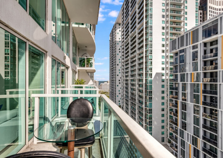 Miami 2 bedroom Condo with Pool next to Brickell City Center  *New Listing*