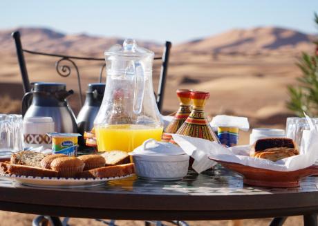 Sleeping in a tent in Merzouga desert !