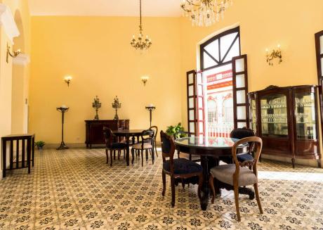 Casa Juan De La Habana, Room 2, a perfect bedroom at Havana's heart