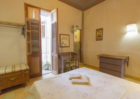 Casa Marivelas 29, cozy bedroom next to La Bodeguita del Medio, at Havana heart