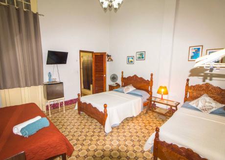 Casa Miriam y Sinaí, room 2, cozy family room in the heart of Havana