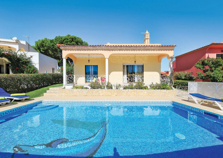 Well-appointed villa is situated in the popular resort of Vilamoura