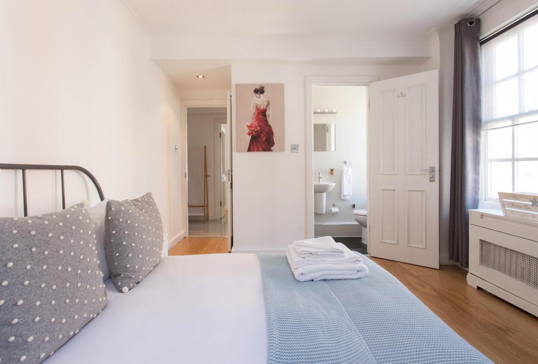 3 Bedroom Apartment near Edgware Road & Hyde Pa... Slide-1