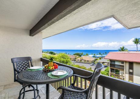 Kona Mansions#229 Top Floor, 2 story Unit w/Ocean views & Air Conditioning