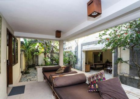 3 bedroom villa1 river side Legian