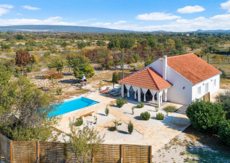 Charming House With Pool 10 Min From Sibenik