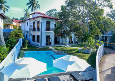 The villa has 6 bedrooms, 1 bathroom, a flat-screen Tv with satellite channels,