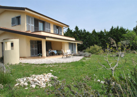 Villa in Sperlonga with green external space for 4 persons