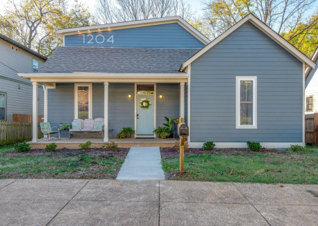Nashville Bungalow w/ HOT TUB  10 min from Downtown!