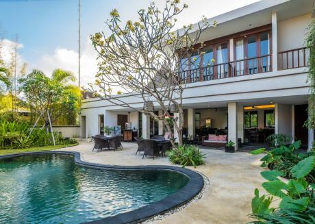 16 bedroom villa river side Legian