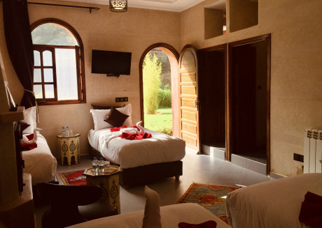 Chambre exposée soleil et montagne.