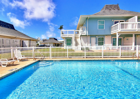 Newly Remodeled condo. Beach Access! 2 Community Pools!