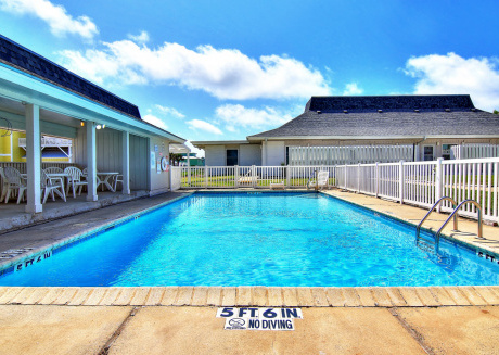 Newly Remodeled! Beach Access! 2 Community Pools!