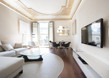 Elegant and Familiar Apartment in the City Centre Area. - B240