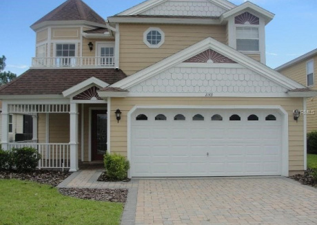 Charming 4 bedroom home with south facing private pool