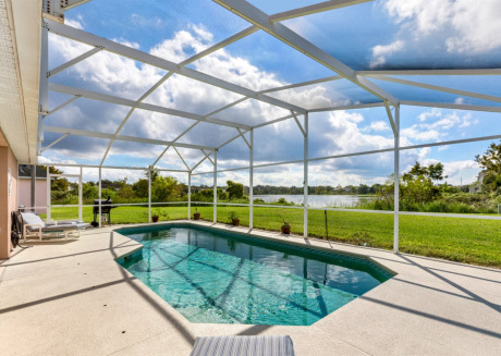 Beautiful home with south facing pool overlooking water - #512