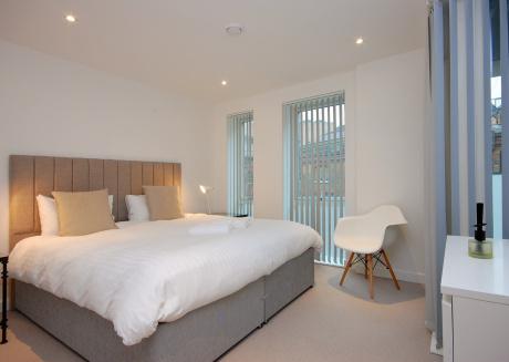 Bright Godfrey Place Nest - HEN21