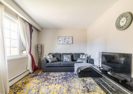 Spacious/Trendy 2BR - Queen West - Free Parking!