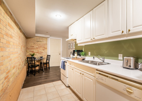 Trendy 2BR Home with Parking - Yonge/Eglinton!