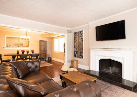 Spacious 3BR with King Beds and Parking - Midtown!