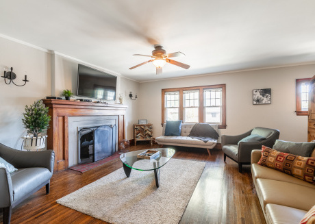 Upscale/Rustic 3BR Home with Parking - Midtown!