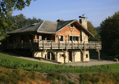 Beautiful Chalet with Jacuzzi and Sauna in Thirimont