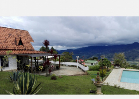Finca one hour from Cali excellent weather and beautiful view