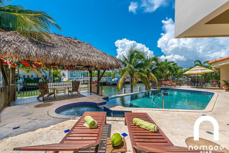 Villa Blue Hut-Huge 6 BedRoom Waterfront Villa Slide-1