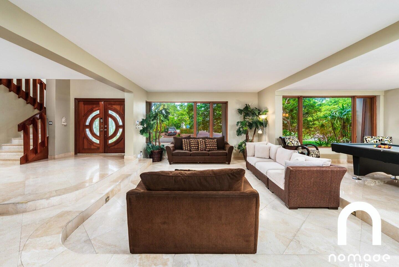 Villa Blue Hut-Huge 6 BedRoom Waterfront Villa Slide-69