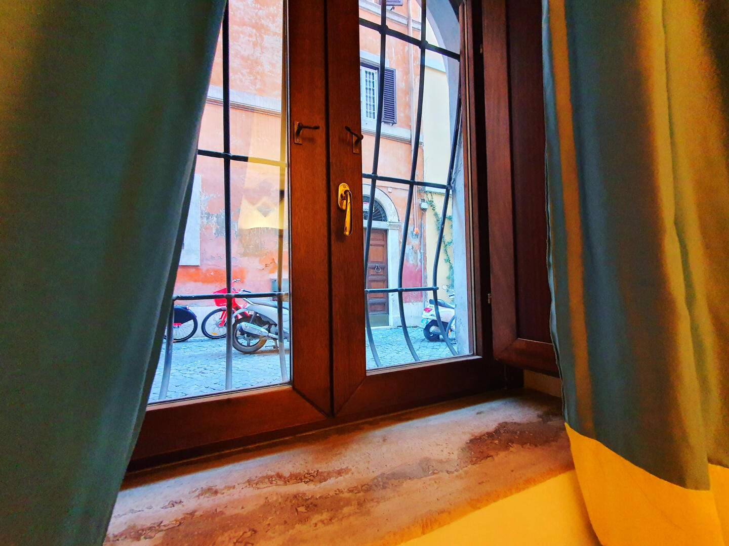 Trevi Holiday | Dream Stay for 2 in Heart of Rome! Slide-23